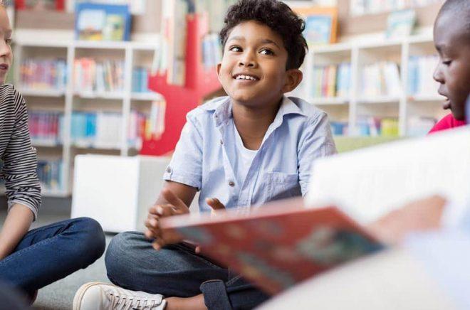 Populära författare av barnböcker ligger i topp när det gäller utlåning på svenska folk- och skolbibliotek under 2019. Foto: iStock.