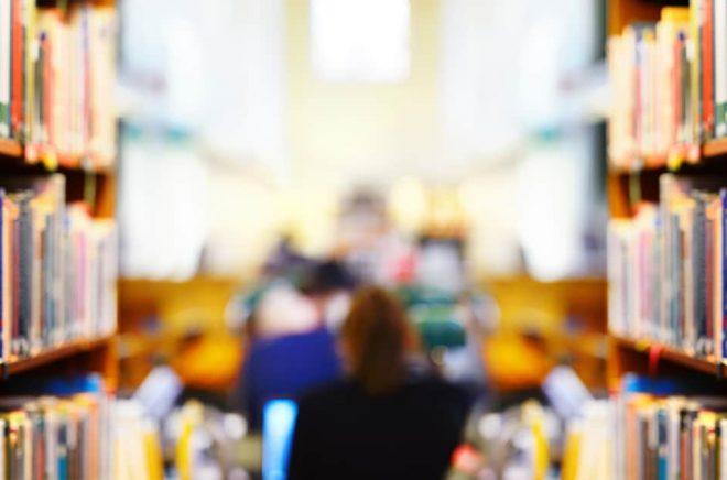 Flera kommuner skär ner sina budgetar för biblioteken. Foto: iStock.