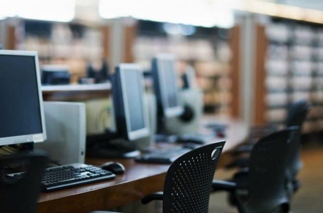 In med datorer och ut med böcker, resonerar ett bibliotek i Australien. Foto: iStock