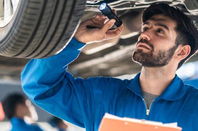 Bilprovning är en bra affär, fråga Akademibokhandelns ägare Volati. Foto: iStock.