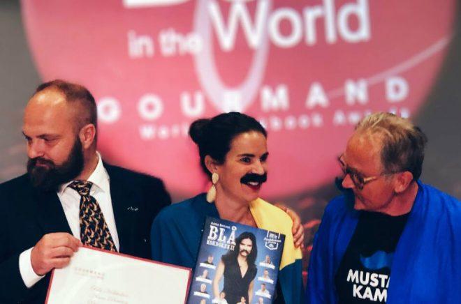 Pelle Agorelius, ansvarig Sverige World Gourmand Awards, Anna Benson, författare och initiativtagare till Blå kokboken,Torsten Tullberg, kampanjledare Mustaschkampen. Foto: Privat