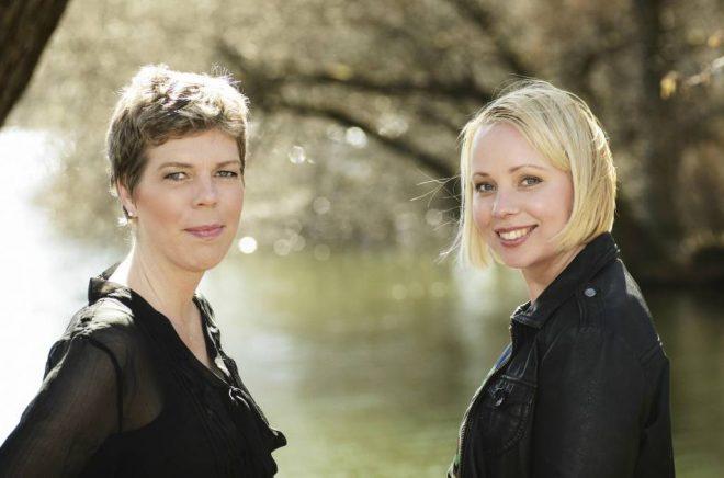 Johanna Lindbäck och Lisa Bjärbo drev tillsammans podden Bladen brinner från 2016 till 2018. Foto: Petter Cohen