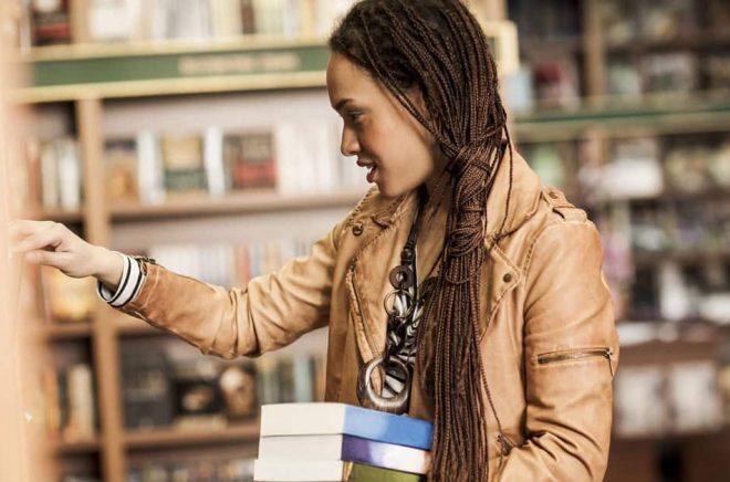 De oberoende bokhandlarna går framåt - och en anledning är att de lyckats förankra sig lokalt och därför driver fler människor till shoppen.