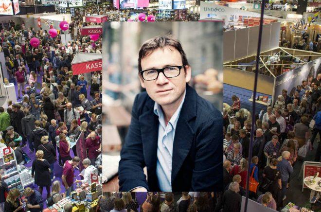 David Nicholls (foto: Kristofer Samuelsson) kommer till Bokmässan i Göteborg (bakgrundsfoto: Niklas Maupoix/Bokmässan).