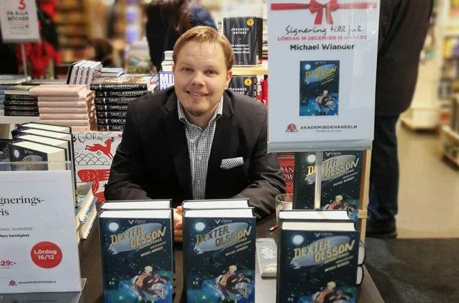 Författaren och egenutgivaren Michael Wiander har kämpat för att få signeringar i bokhandeln. Men det har gett resultat. Foto: Privat