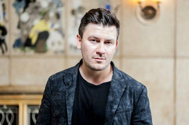 Dmitry Glukhovsky släpper en ny bok i år, specialskriven för ljud i samarbete med Storytel. Dessutom kommer han till Bokmässan i höst. Foto: Jorg Schulz