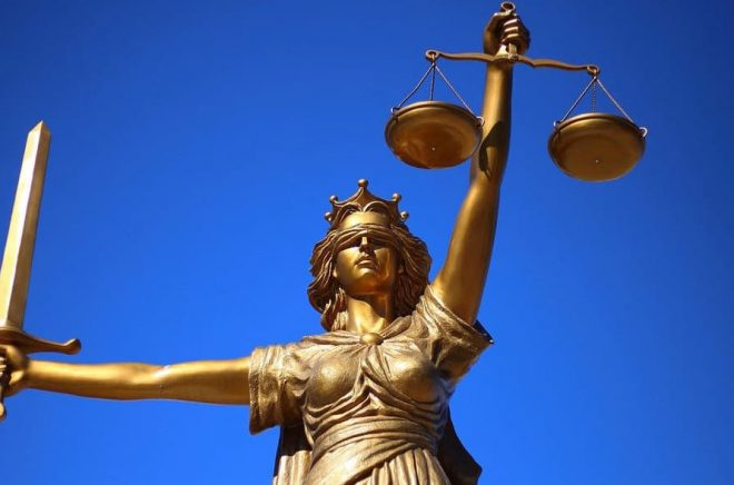 Författare och förlag hoppas att inte rättvisan blundar för piratkopieringen av eböcker. BIld av Sang Hyun Cho från Pixabay