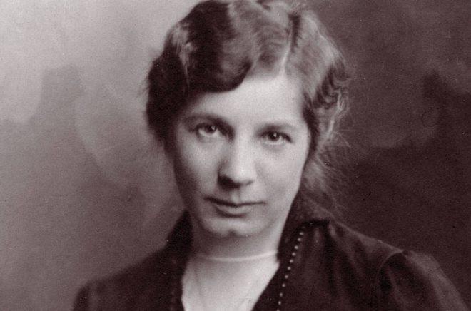 Elin Wägner, troligen under 1917. Fotograf okänd, bild från Albert Bonniers Förlag.