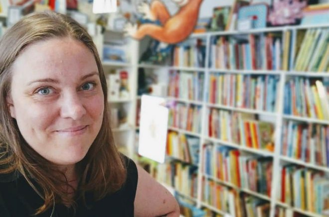 I september 2021 öppnar Emma Ström den fristående barnbokhandeln Lilla Bokskåpet i Göteborg. Foto: Pressbild/Bokskåpet