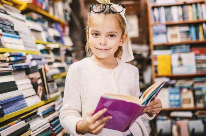 Barn i bokhandeln blir det inte lika mycket som planerat - Världsbokveckan 2020 ställs in på grund av coronaviruset. Foto: iStock.