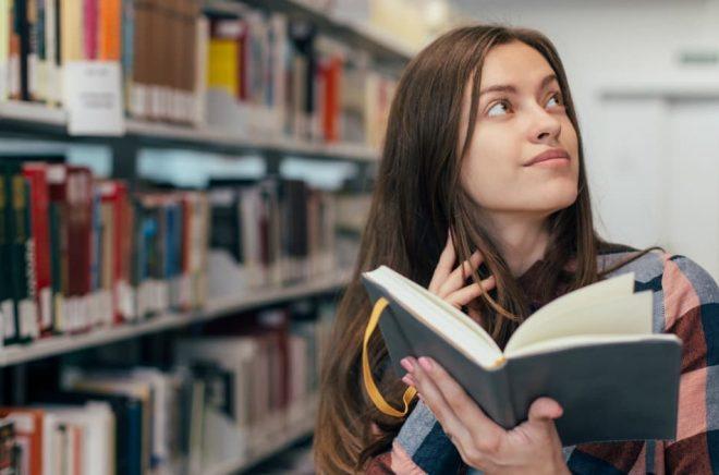 Författarna bör bjudas in att medverka i diskussionen om bibliotekens utveckling, menar Författarförbundet. Foto: Fotolia