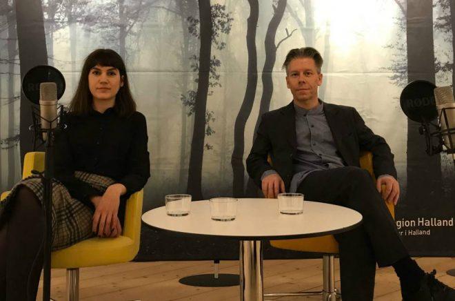 Konstsamtal med kritikerna Mikaela Blomqvist och Erik Bergqvist. Foto: Region Halland
