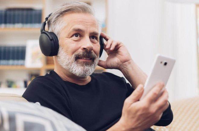Ska förlag även köpa podcasträtten när de skriver avtal om utgivning? Foto: iStock.