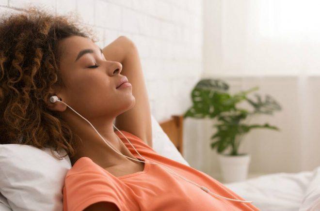 Sällskapsbehov är en viktig faktor när konsumenten väljer ljudboken framför andra typer av böcker. Foto: Istock