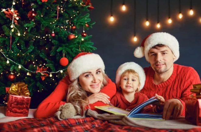 Boken är den bästa julklappen om folket själv får välja. Foto: Istock