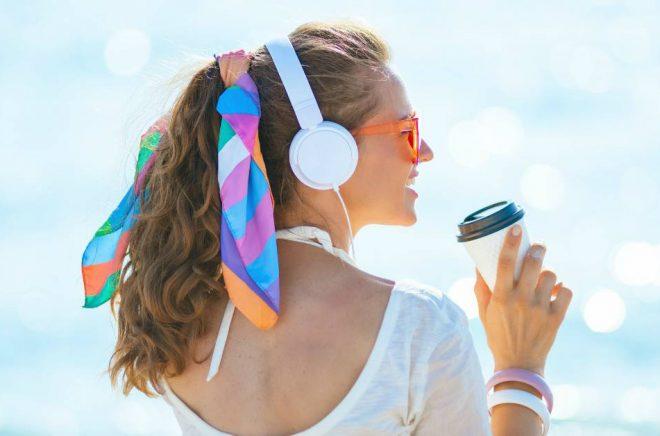 Många svenskar har testat att läsa och lyssna på digitala böcker i sommar, vilket avspeglar sig i streamingtjänsternas siffror. Foto: Istock