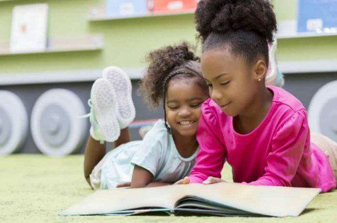 Hur karaktärer i barnböcker framställs kan vidmakthålla stereotyper. Foto: iStock