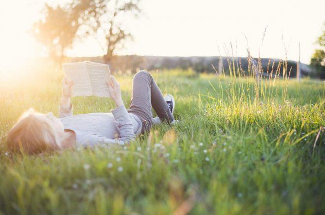 Sommarläsning: Finns det något bättre? Här är tio bra tips på aktuella deckare 2019.