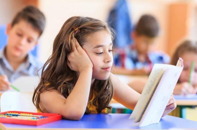 Hälften av eleverna i brittiska skolor har ett så begränsat ordförråd att det påverkar deras möjlighet att ta till sig undervisningen. Foto: iStock