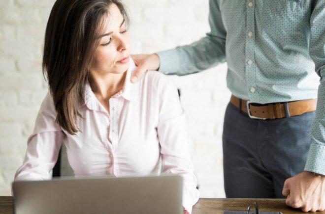 Sexuella trakasserier förekommer även i bokbranschen. Personerna på bilden har ingen koppling till artikeln. Foto: iStock