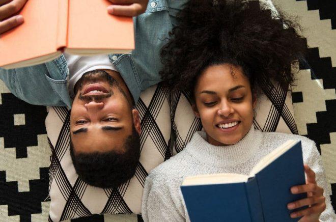 Det är premiär för kampanjen Read Hour i Sverige år 2021. Hur tillbringar du din lästimme? Foto: Istock