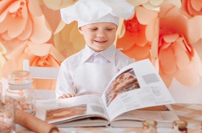 Svenskarna köpte fler kokböcker men färre barnböcker under coronakrisveckorna. Vi får hoppas att en del barn läser kokböcker då? Foto: iStock.