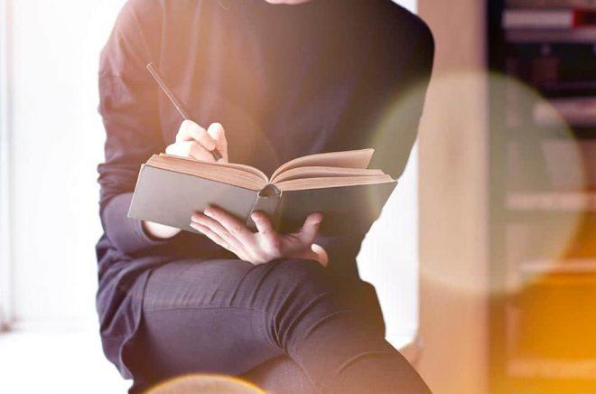 Litteraturkritiken behövs, menar Författarförbundet och instiftar ett nytt pris. Foto: iStock.