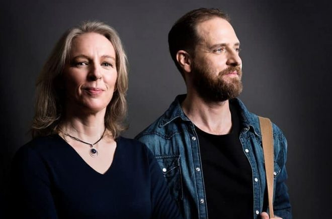 Lisa Linder, författare och dramatiker, och skådespelaren Andreas Kundler (som bland annat setts i Sameblod och Gåsmamman) som nu debuterar som författare. Foto: Göran Segeholm/Rabén & Sjögren