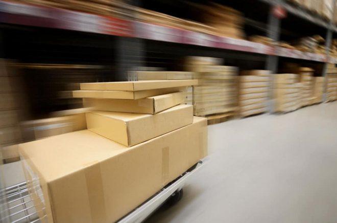De allra flesta böcker som säljs är fortfarande fysiska pappersböcker. Nätbokhandeln står för en allt större del och logistik är en central del i deras verksamhet. Foto: iStock.