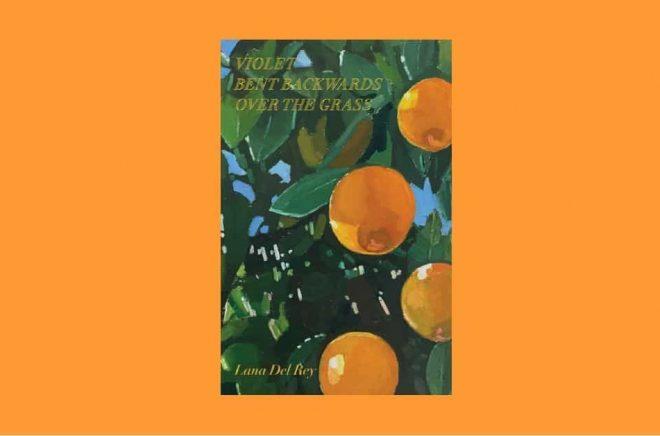 Den svenska översättningen av Lana Del Reys bok Violet Bent Backwards Over the Grass (Violet böjde sig baklänges i gräset) släpps i september 2021. Foto: Omslaget till den engelska originalutgåvan, utgiven av Simon & Schuster 2020