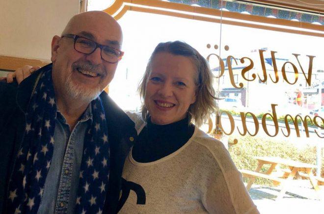 Göran Blohm och Helen Halldorsdottir från föreningen Litteraturrundan som knyter samman skånska författare. Foto: Privat