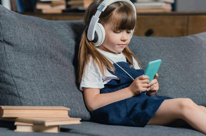 Hittills är det vuxenböcker som drivit utvecklingen inom streaming. När kommer barnen? Foto: iStock.
