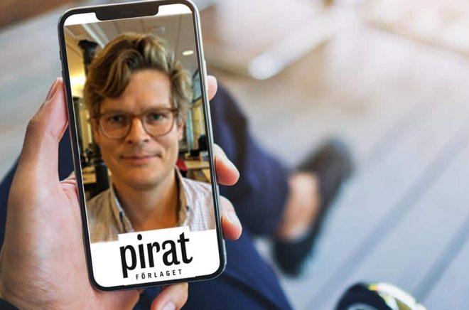 Mattias Castenfors byter jobb, går från Bokus Play till Piratförlaget. Foto: iStock och Pressbild. Montage: Boktugg.