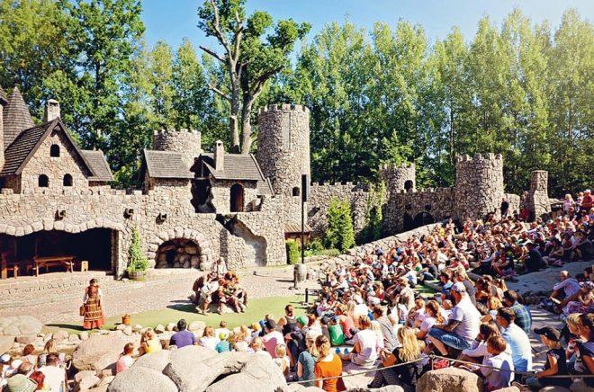 Mattisborgen (ur Ronja Rövardotter) är en av de scener som kommer att vara tom på folk resten av sommaren då Astrid Lingdrens värld stänger för säsongen redan den 28 juni 2020 på grund av coronapanndemin. Foto: Pressbild.