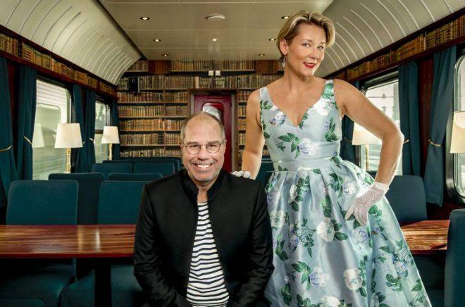 Marko T Wramén och Anna W Thorbjörnsson i Snälltågets restaurangvagn. Foto: Pressbild