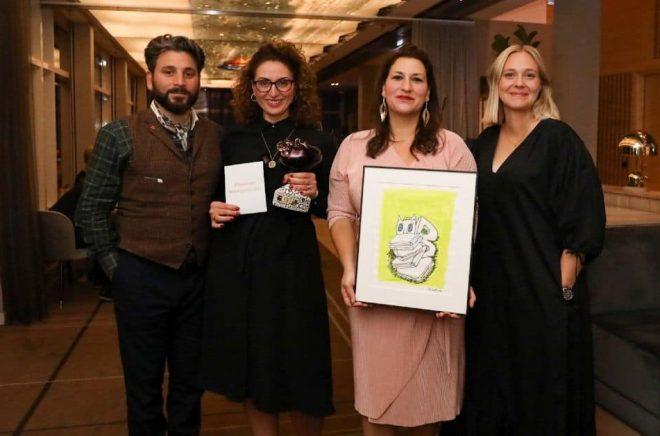 Mottagarna av Bokmässans bildningspris 2021. Från vänster: Daniel Boyacioglu, Marlen Eskander, Berolin Deniz och Eja Embretsson, Läsfrämjarinstitutet. Foto: Natalie Greppi