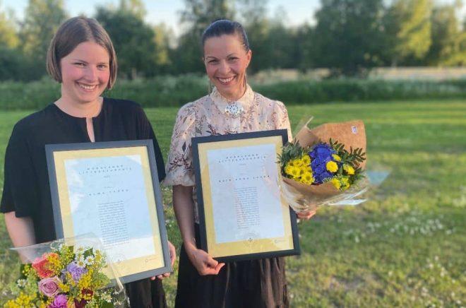 Pristagarna Alma Thörn och Elin Anna Labba. Foto: Maria Broberg