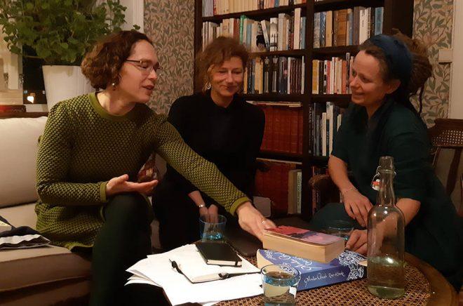 Till vänster Anna Smedberg Bondesson, i mitten Pernilla Ståhl och till höger Ylva Gislén. Foto: Palaver press