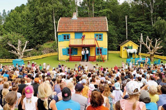 En av nio teaterscener på Astrid Lindgrens Värld (bilden är från ett tidigare år). Foto: Astrid Lindgrens Värld.