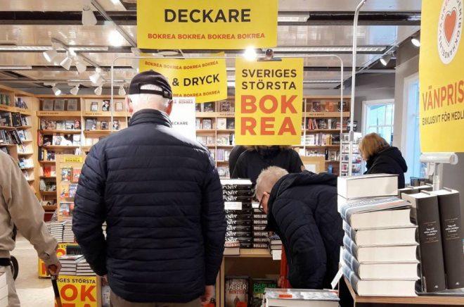 Många ville fynda deckare till reapris på Akademibokhandeln i Piteå. Foto: Jessica Landberg