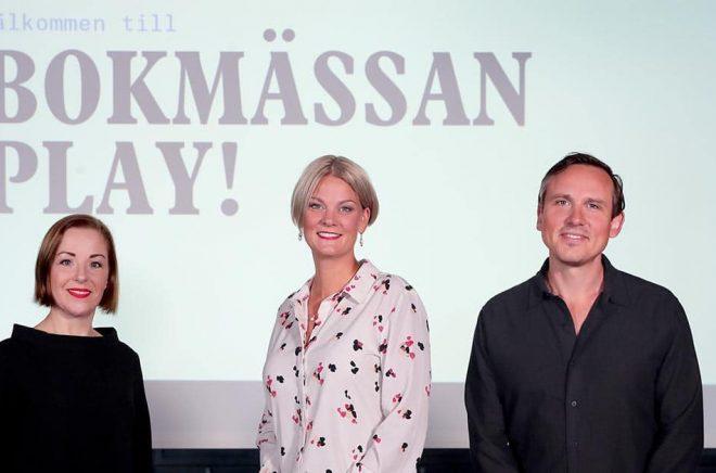 En del av teamet bakom årets Bokmässa i Göteborg, eller ska vi säga på internet? Annica Andersson, redaktör skola och bibliotek, Frida Edman, mässansvarig och Oskar Ekström, programchef, Bokmässan. Foto: Karina Ljungdahl.