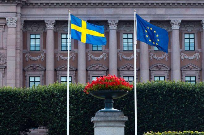 EU har gett klartecken till reducerad digitalmoms, nu väntar vi bara på den svenska riksdagens beslut. Foto: iStock.