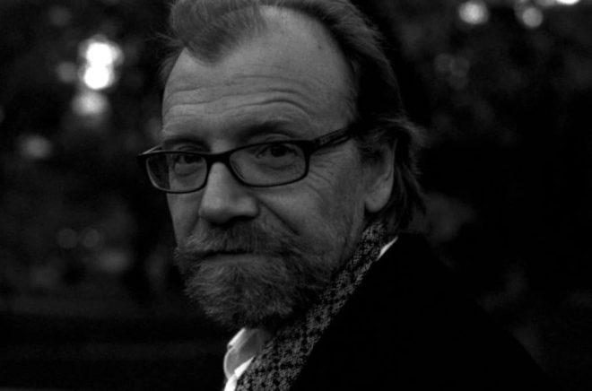 Den amerikanska författaren, novellisten och essäisten George Saunders. Copyright/fotograf: Chloe Aftel/Albert Bonniers förlag