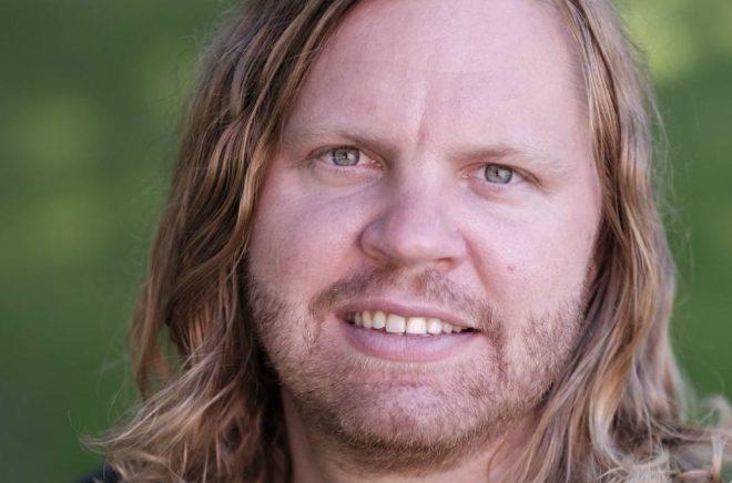 Albin Berggren jobbar med Göteborgs bokbussar.