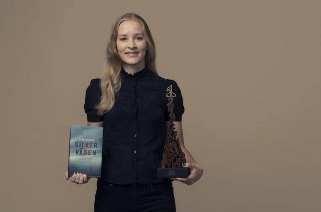 Stina Jackson vinner Årets bok 2019 för debutromanen Silvervägen. Foto:Francis Löfvenholm