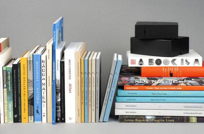 De 25 vinnande böckerna i årets omgång av Svensk bokkonst. Foto: Svensk bokkonst/Kungliga biblioteket