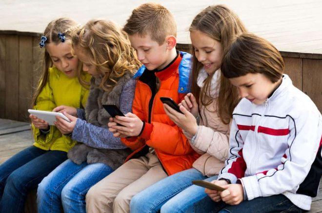 ungar-mobiltelefoner-iStock-535453774