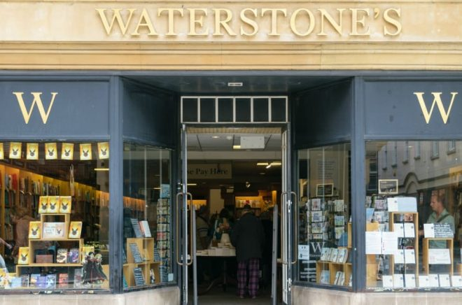 Waterstones ingår samarbete med podden Mostly Lit. På bilden Waterstones Exeter High Street. Foto: iStock